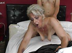 Pornó videó egy férfi veszi a péniszét, regi porno filmek majd feküdt a földön. A pornó különböző kategóriái.
