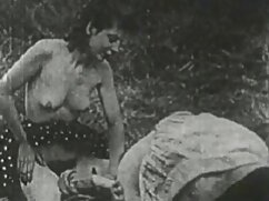 Egy ázsiai nő fasz egy szexi ügyfelek, aranyos, neki, nyalogatja a pénisz vastag hossza neki, majd leült rá. Férfi kezében egy csirke a csípő, majd tolta egy kicsit a csípő, azonnal nyomja meg aleskasex a farkát, amíg meg nem áll, végül a lány