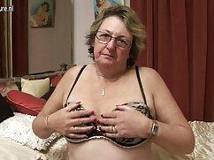 Pornó videó egy szőke lány villog az ágyban simogatta szex porno videok ingyen a melleit. A pornó különböző kategóriái.