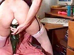 Pornó videó Szőke Érett szopja egy nagy kakas srác teljes porno film a kanapén. A pornó különböző kategóriái.