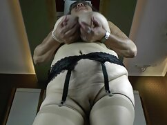 Pornó videó kurva, agresszív, kezében ostor, szopni a tulajdonos a csirke. A pornó különböző gruppen porno video kategóriái.