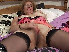 Pornó videó egy lány, barna haj, öltözött egy ragadós meg a képernyő sztriptíz. Barna címkék, harisnya, harisnya, lány, szóló, Fétis. porno filmek xxx