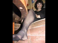 Két Leszbikus Szőke szenvedélyes simogatni egy nagy ágy. Cutler viszont Nyalogatja gondatlan lépés egymásnak, és élvezze az illatos testük. Egy vékony szőke ül a szájban, a mature porno videok nyelvben végződik.